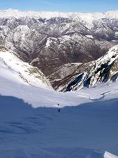 Skispuren im Neuschnee